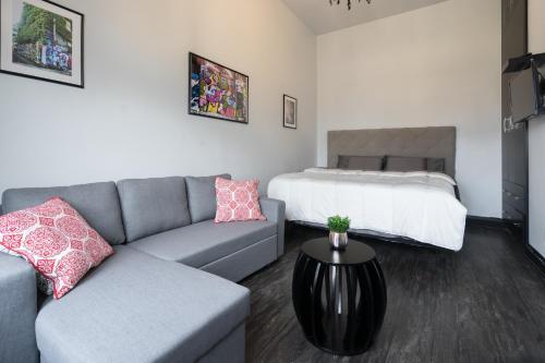 Applewood Suites - Toronto Traveller Loft - Toronto, ON M5V 2B7