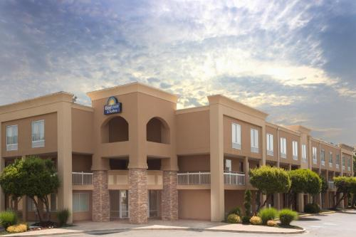Days Inn and Suites Greenville Photo