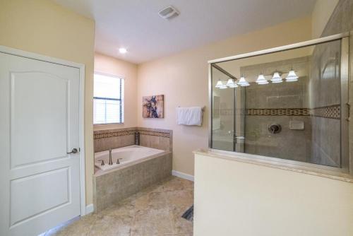 Serenade Champion's Gate - Eight Bedroom Home - Davenport, FL 33896