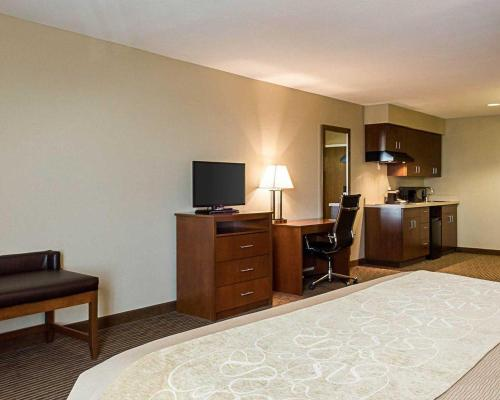 Comfort Inn & Suites Watford City Photo