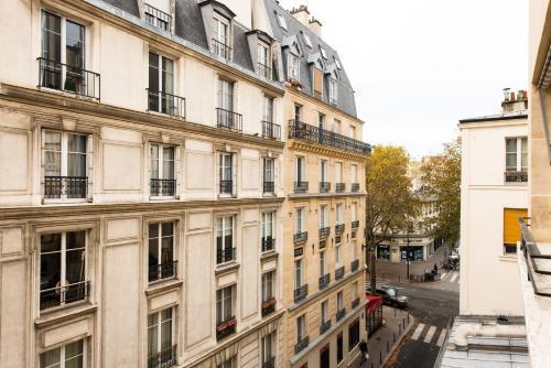 Tour Eiffel - Rue De La Cavalerie Edenoz