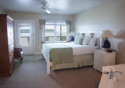 Edgewater Resort Photo