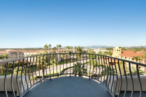 Embassy Suites by Hilton Santa Ana Orange County Airport Photo
