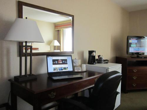 Red Pine Inn & Conference Centre - Alliston, ON L9R 1T9