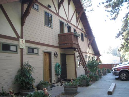 The North Shore Inn Photo