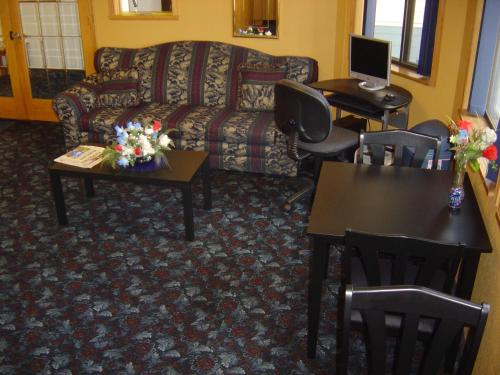 Wakota Inn and Suites Photo