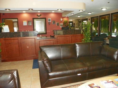 Royalton Inn & Suites Upper Sandusky Photo
