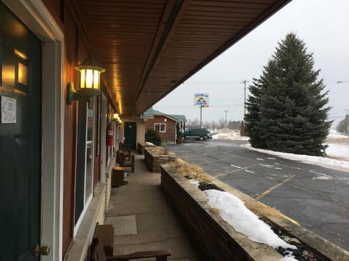 Big Bear Lodge - Alpena, MI 49707