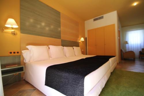 Superior Twin Room Hotel de la Moneda 5