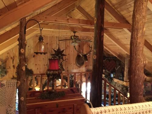 Black Forest Rustic Country Cabin - Clarkesville, GA 30523