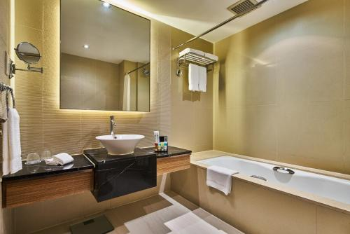 Four Points by Sheraton Shanghai, Daning photo 24