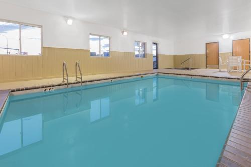 Super 8 By Wyndham Sioux Falls - Sioux Falls, SD 57103