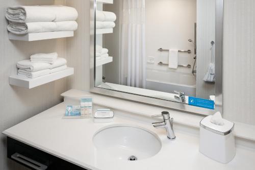 Hampton Inn & Suites By Hilton Seattle/northgate - Seattle, WA 98115