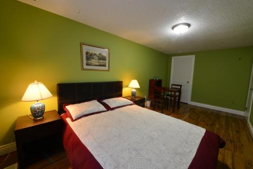 Leso Guest House - Waterloo, ON N2L 3V5