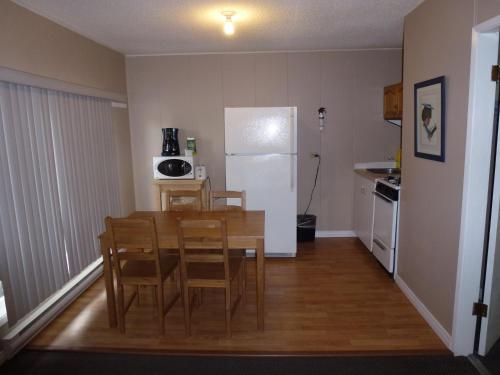 Apple Tree Inn - Penticton, BC V2A 6E9