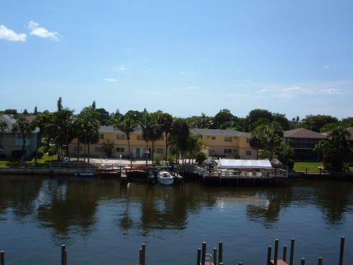 Hideaway Waterfront Resort - Cape Coral, FL 33904