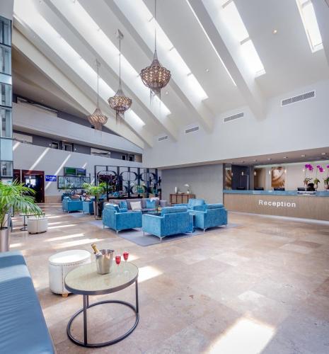 Lagoon Beach Hotel & Spa Photo