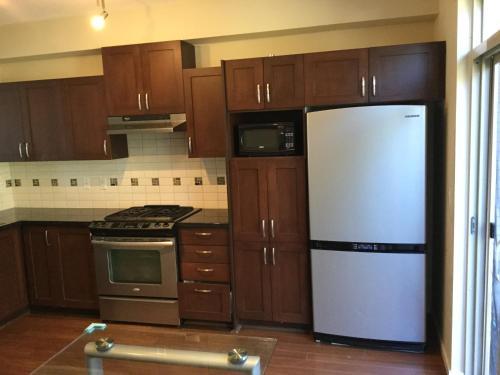 Coquitlam Center Beautiful House - Coquitlam, BC V3E 0C2