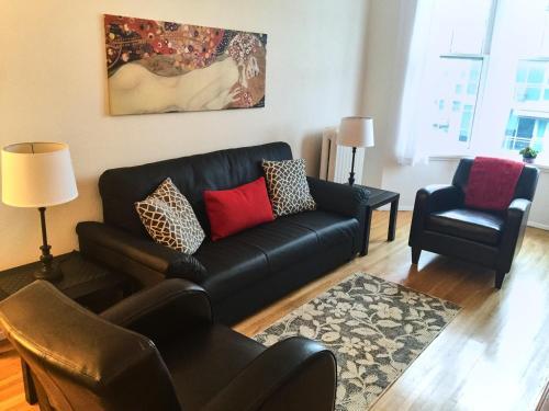 Santa Monica Apartment - North Vancouver, BC V7L 1B2