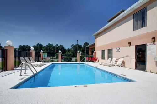 Key West Inn Baxley - Baxley, GA 31513