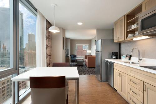 Homewood Suites By Hilton Chicago West Loop - Chicago, IL 60661