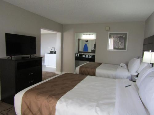 Quality Inn & Suites by the Lake photo 31