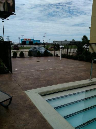 Comfort Inn & Suites Tulsa I 44 West   Rt 66