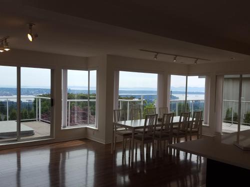 Emperial Suites - North Vancouver, BC V7N 3H5