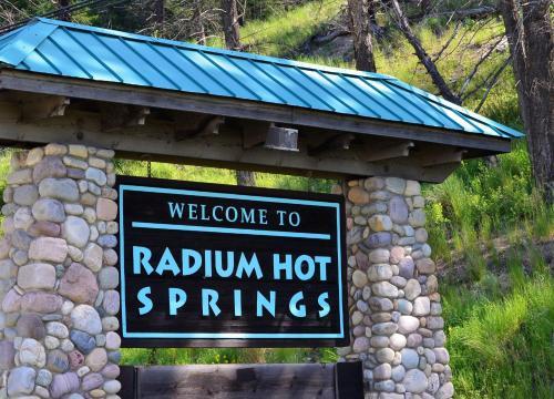 Mountain View Radium Condo - Copper Horn Village - Radium Hot Springs, BC V0A 1M0