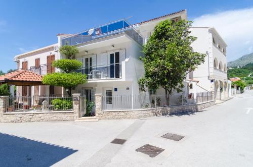 Rooms & Apartments Barišic