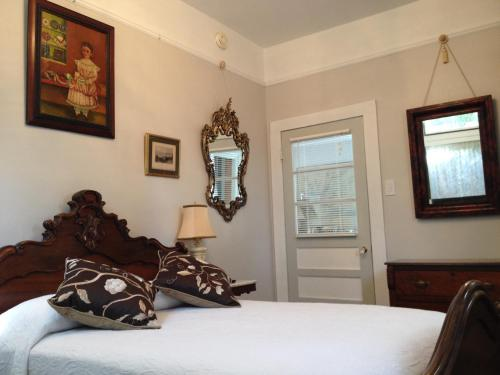 Stone House Musical B&b - Natchez, MS 39120