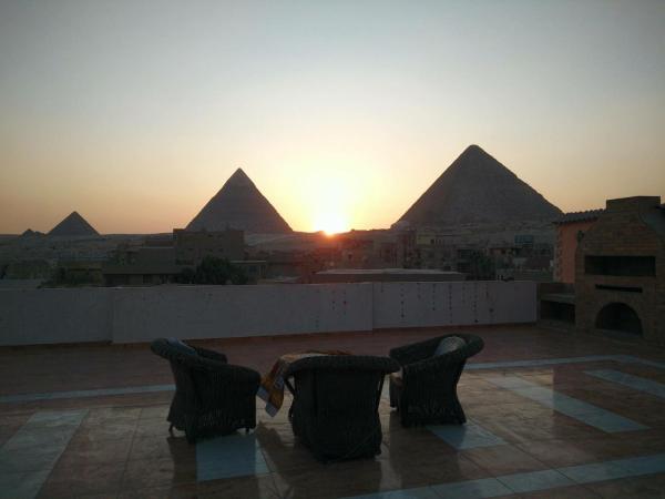 New Cozy Studio Pyramids View