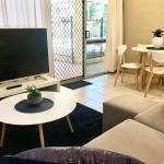 Tropical Living In Leafy Edge Hill, Free Ac + Wifi