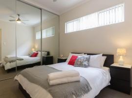 Photo de l'hôtel: Luxury Apartment, close to City, Airport, WiFi