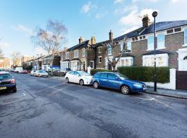 Hotel Photo: Veeve - House Mercers Road -Tufnell Park