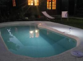 Hotel Photo: La Casita De Madera