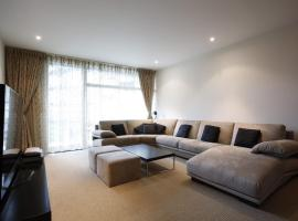 Hotel Photo: Veeve - Luxury Apartment Chelsea Bridge Wharf