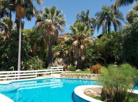Foto di Hotel: Villa panoramica con piscina