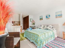 Hotel photo: Luxury Retreat by the Sea