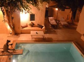 A picture of the hotel: Dar Atyqua