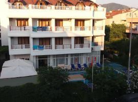 Hotel near 마르마리스