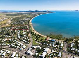 Hotel kuvat: BIG4 Rowes Bay Beachfront Holiday Park
