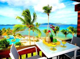 Hotel photo: Luxury Beachfront Duplex Villa NO HURRICANE DAMAGE V