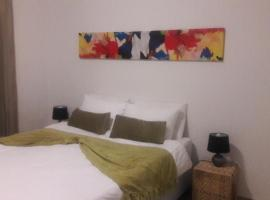 מלון צילום: Self-catering 1 bedroom Unit 7 on Krupp