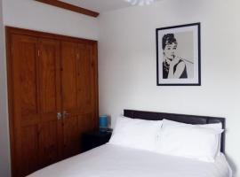 A picture of the hotel: 3 Luxury En-suite Bedrooms