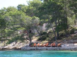 Hotel near Îles de la Croatie