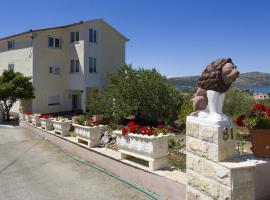 Hotel photo: Apartment Seget Vranjica 12612a