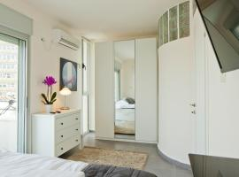 Hotel photo: TLV Suites By The Sea with 3 Room