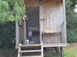 A picture of the hotel: Goblin Coombe Glamping