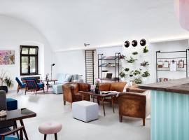 Fotos de Hotel: Long Story Short Hostel & Café